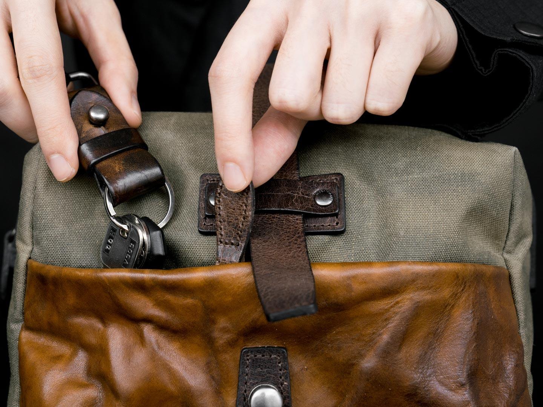MINI RIDER front pocket.