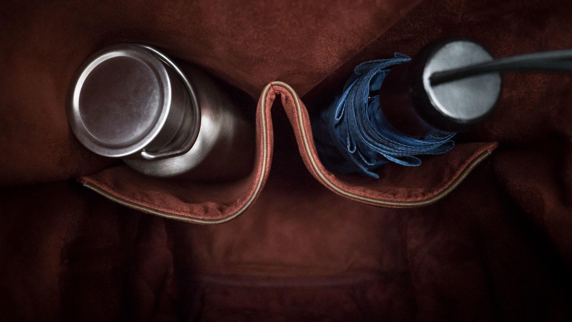 Interior dual deep pockets.