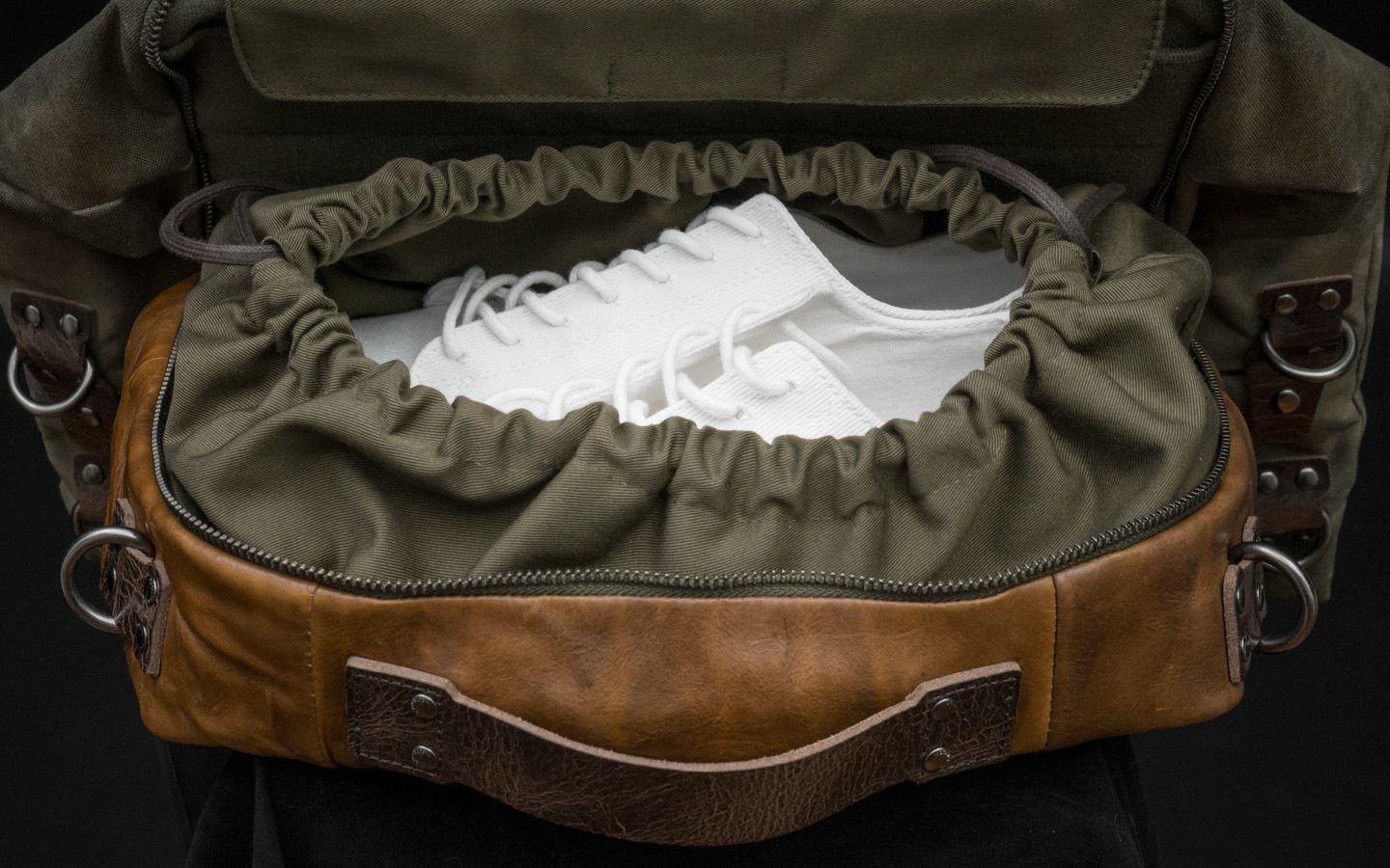 Draw-string compartment for sneakers.