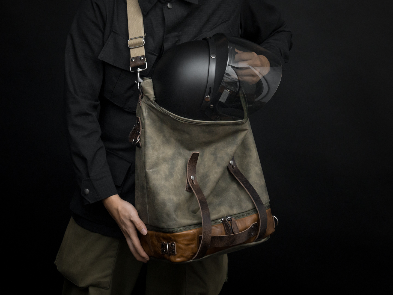 Fitting bike / motorcycle helmet into SPACEJUMPER.