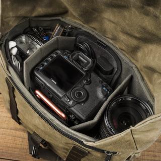 「PILOT パイロット」旅行向けカメラバッグ 10L