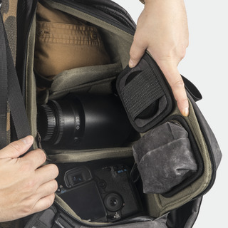 「PILOT 飛行員」旅遊相機後背包 20L