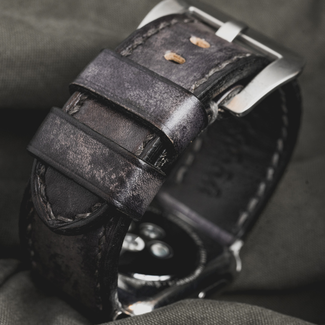 """CAMOUFLAGE"" HAND-DYED COWHIDE LEATHER STRAP, STONE GREY (for appleWatch)"